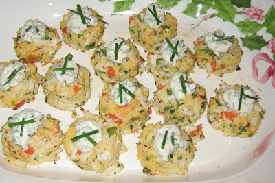 Mini Corn Bread Crab Cakes with Creamy Lemon Sauce