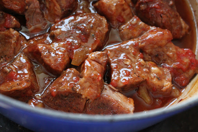 Boneless Pork Ribs with Apple Cinnamon Barbecue Sauce