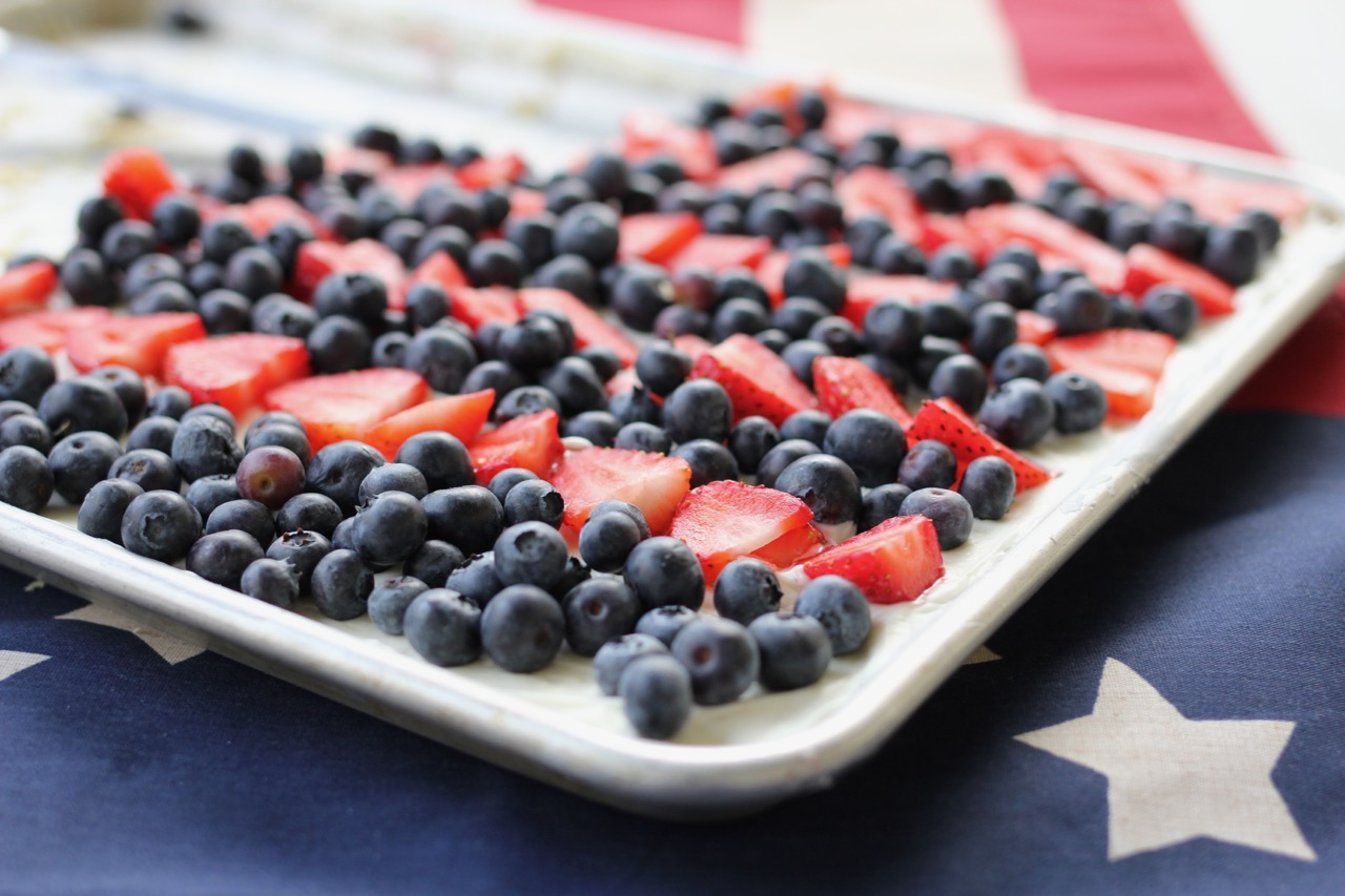 4th of July Desserts and Patriotic Fruit Pizza