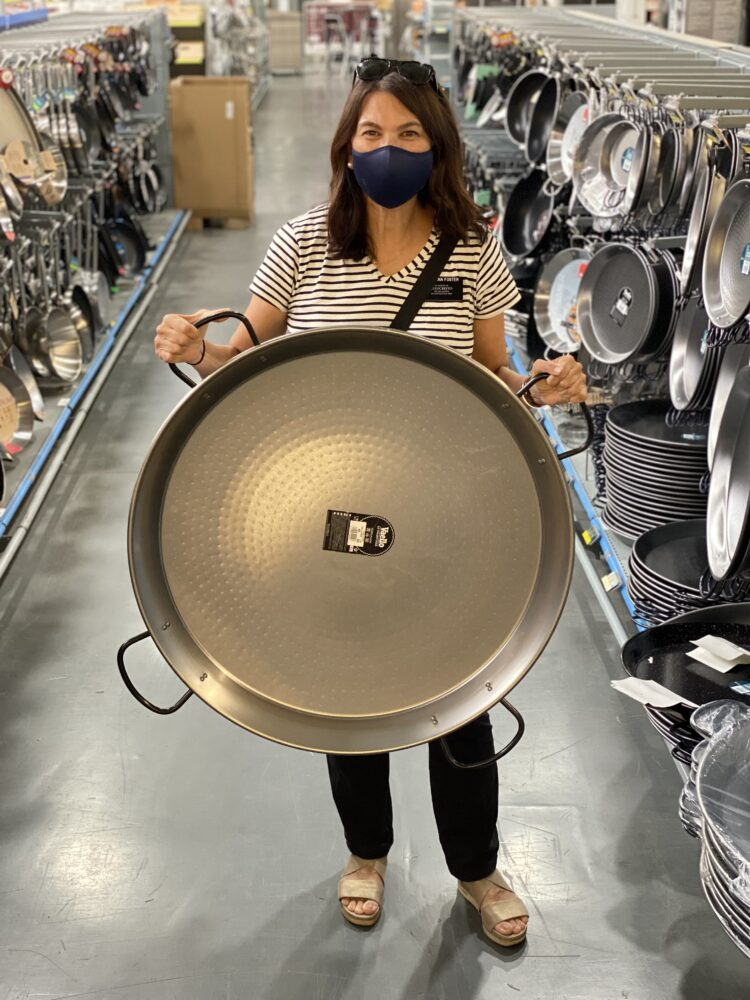 How to choose the right size paella pan